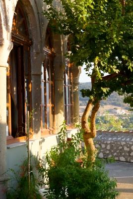 Kerkje boven in het dorp